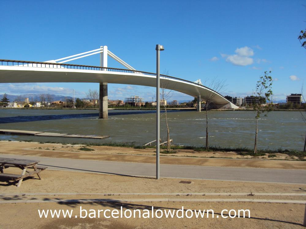 The new suspension bridge over the River Ebro