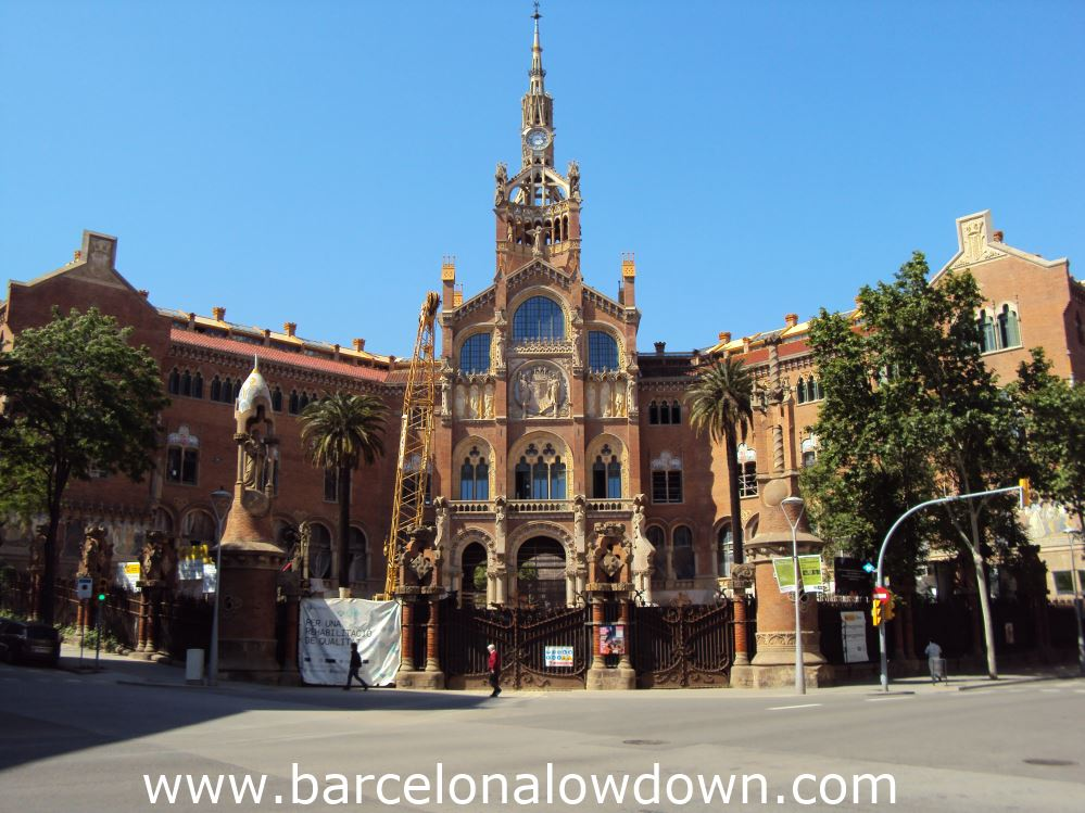 The main enterance to the hospital de Sant Pau is currently closed to the public