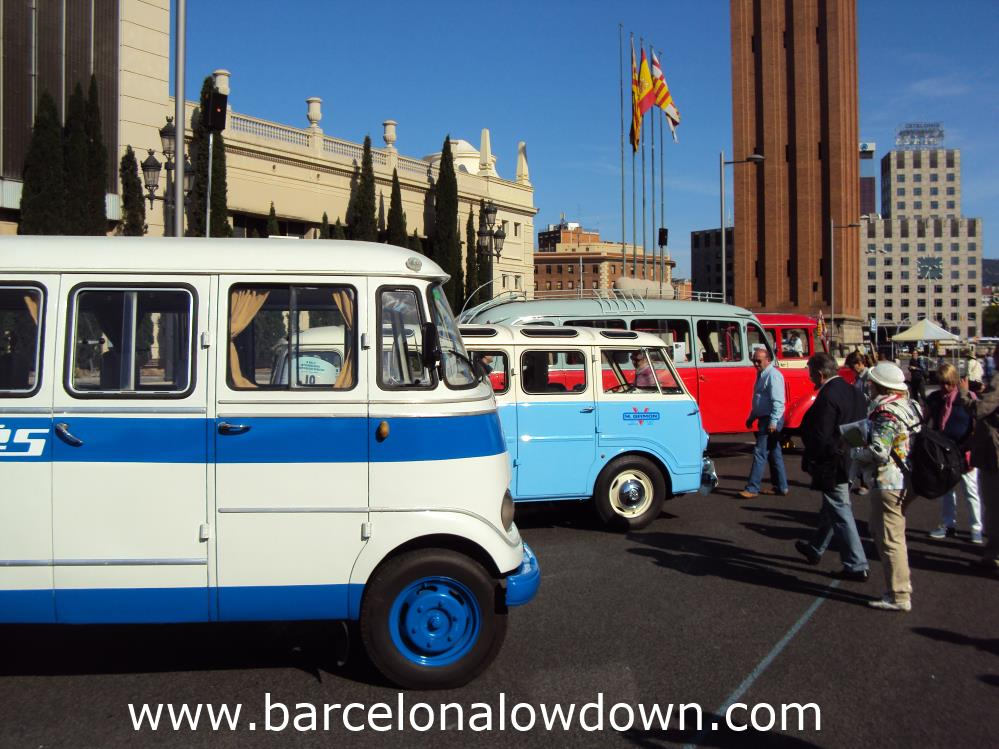 Vintage buses at the International Classic Bus Rally near Plaça Espanya