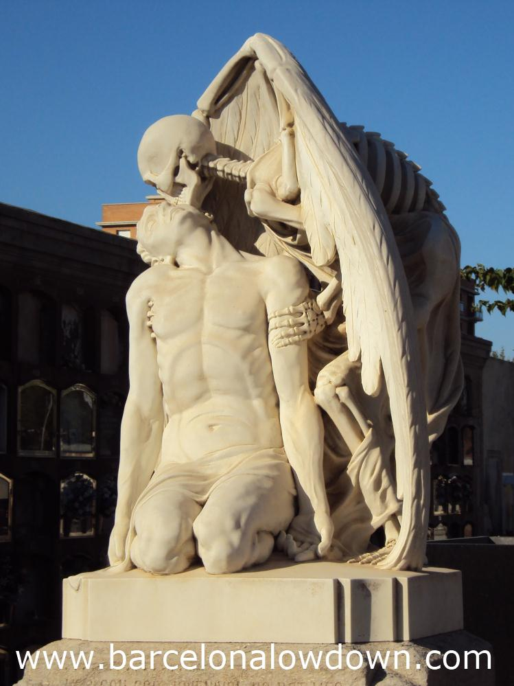 Close up photo of the kiss of death statue in the cemetery of Poblenou, Barcelona