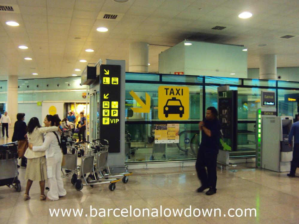 Signs at the top of the ramp down to the taxi rank at Barcelona airport