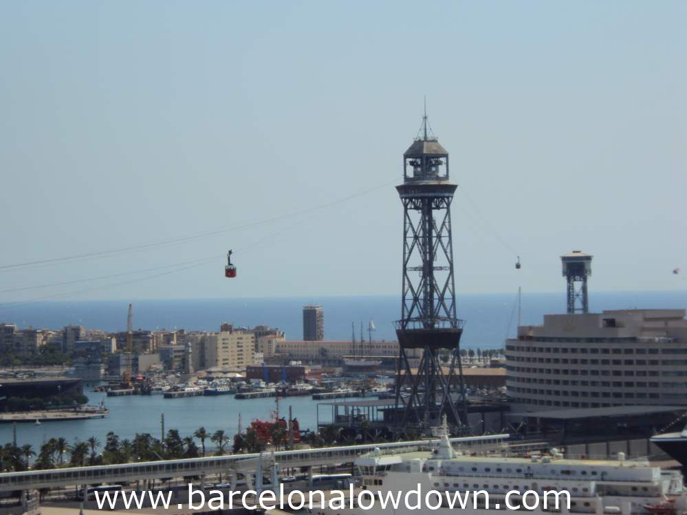 The Port Cable Car carries passengers from the beach to Montjuïc