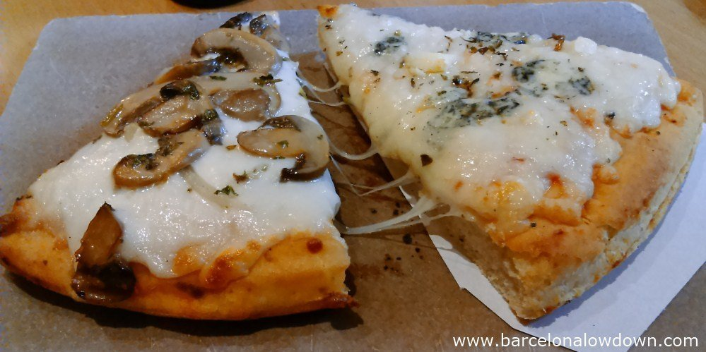 2 slices of freshly baked pizza at the Pizzeria del Born, Barcelona