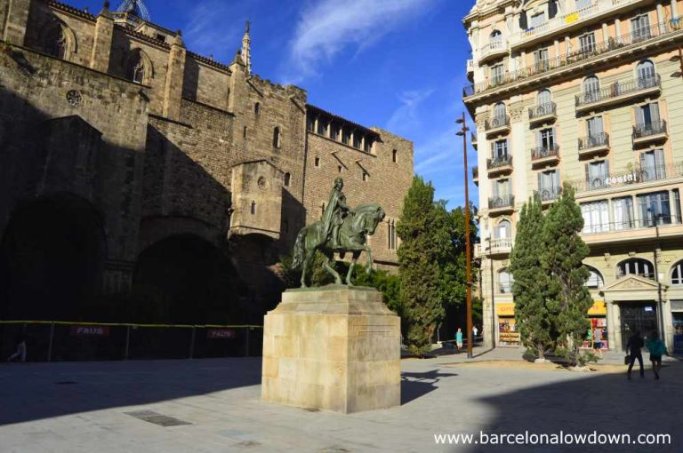 Plaça Ramon Berenguer el Gran Barcelona which is flanked by Roman walls and defensive towers