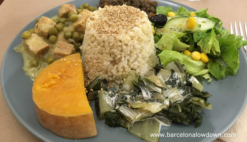 Healthy vegan macrobiotic food served at Bioxoco Barcelona