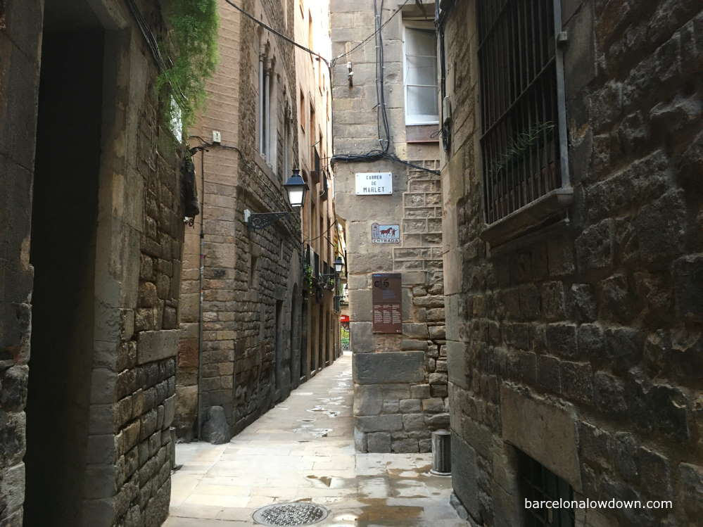 Narrow alleyways in the Jewish Quarter Barcelona, El Call