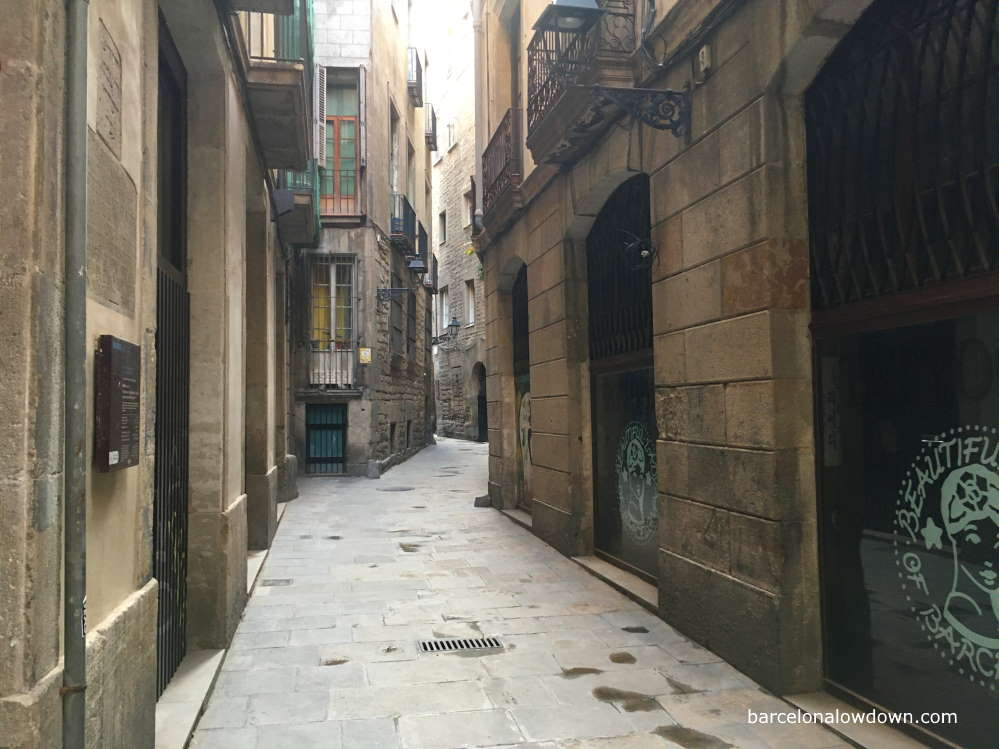 Narrow cobbled streets of the Jewish Quarter, Barcelona