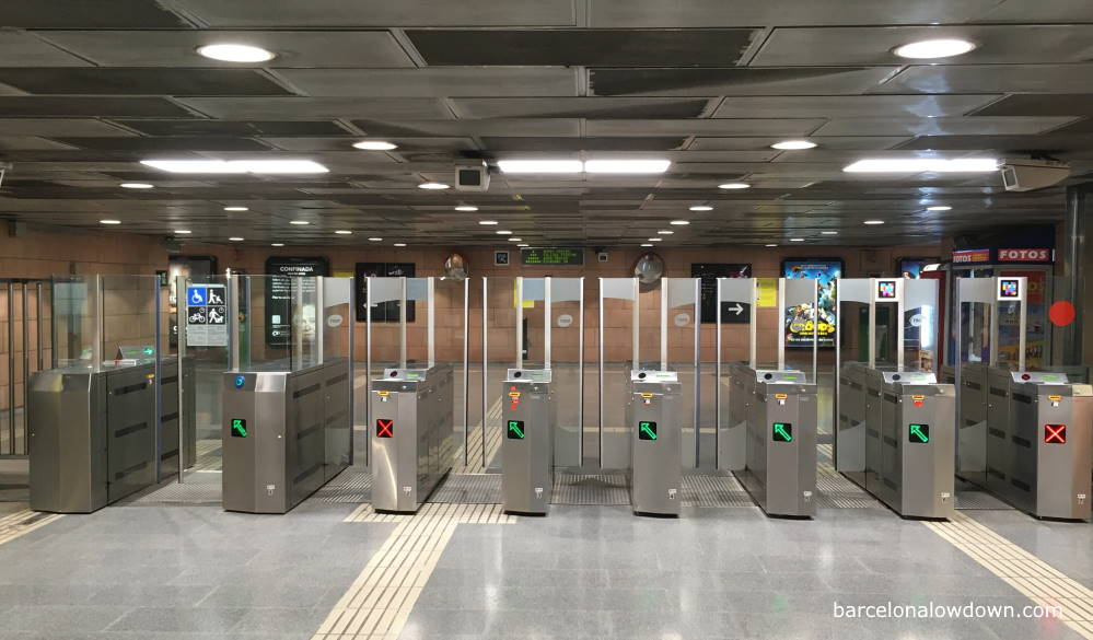 Ticket barriers which give acces to the trains