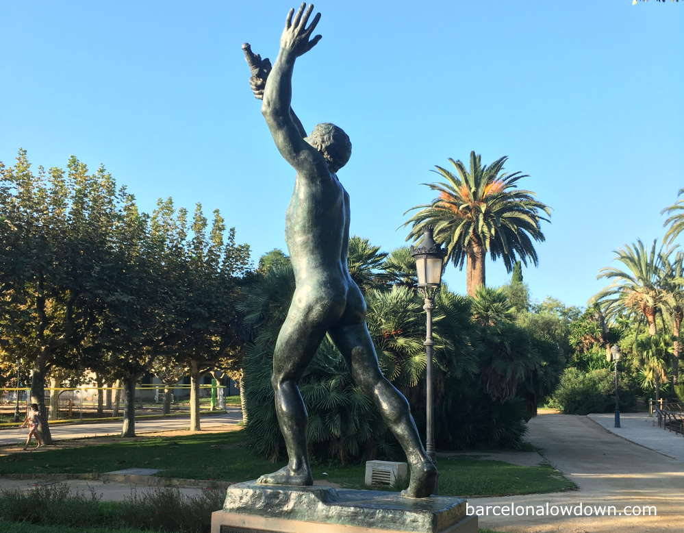 Side view of a bronze statue of a man in Barcelona